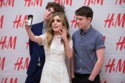 Hailee Steinfeld And Echosmith Celebrate H&M At Sundance Square