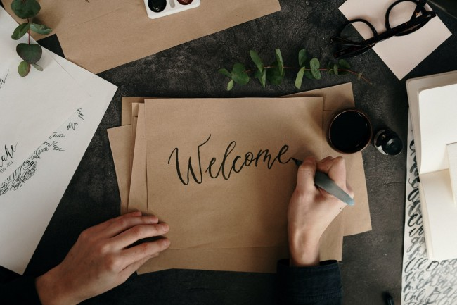 How to Make a New Hire Feel Welcome